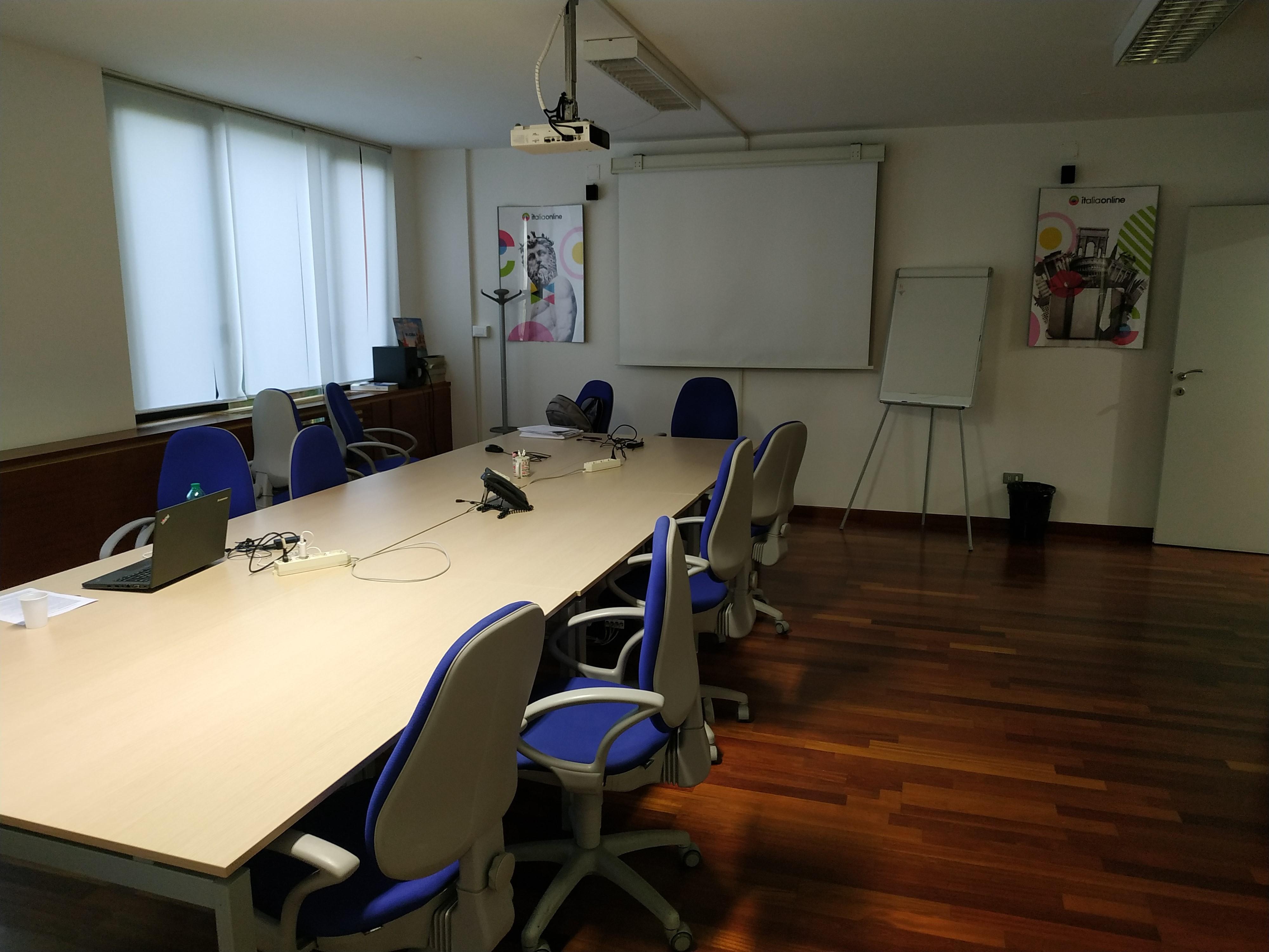 Web Agency IOL Roma via Friuli interni sala riunioni