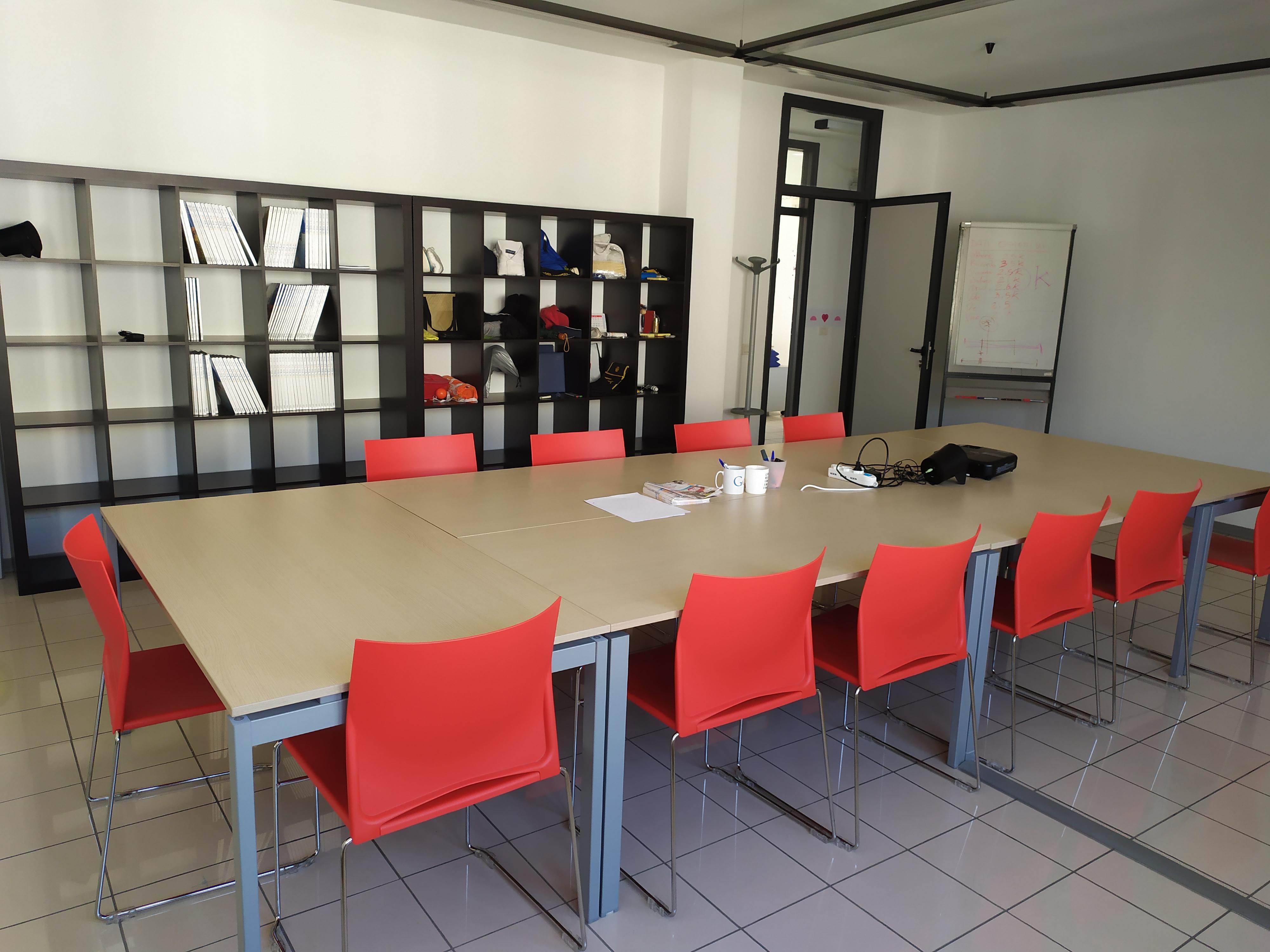 Web Agency IOL sede di Lecce sala riunioni