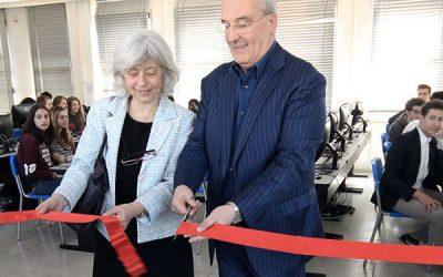"""""""Regali di classe"""", inaugurata a Milano l'aula informatica del Volta"""